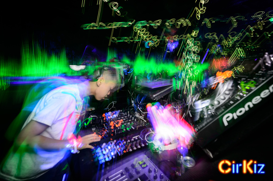 FilipWolak-Cirkiz-DJAlden-EDMKids-CoolKids-KidsDanceParty-Nov-9186